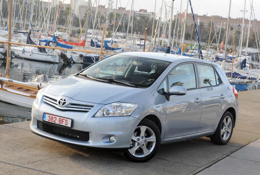 Der Auris aufgefrischt. Er wird Toyotas erster in Europa gebauter Hybrid.