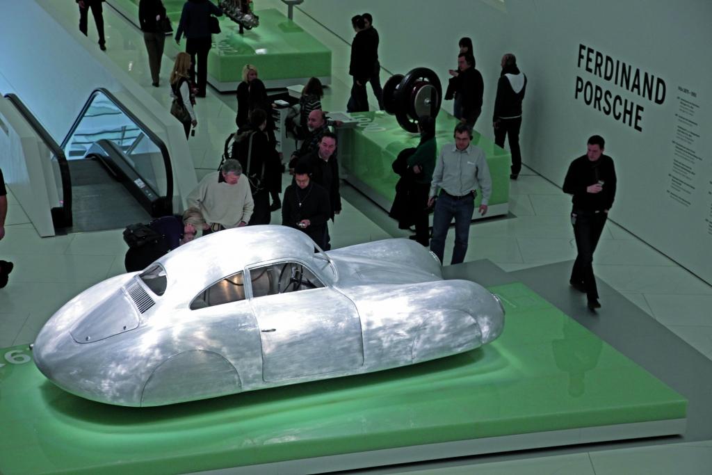 Der Typ 64 ist das Auftaktexponat in der Ausstellung des Porsche-Museums.