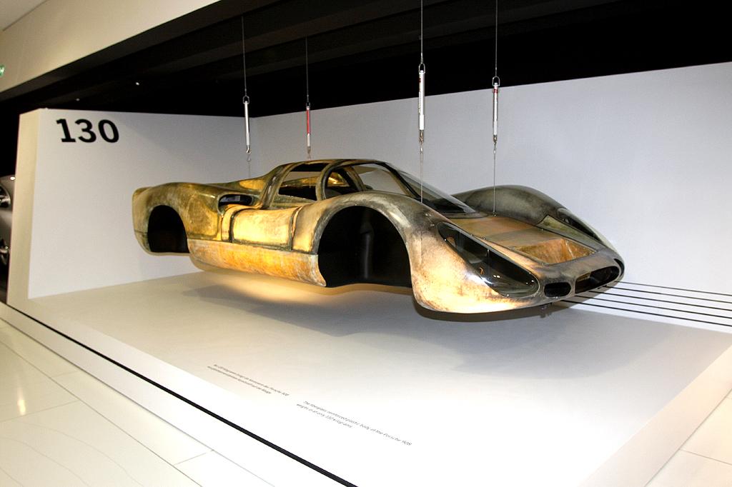 Der obere Teil der Karosserie dieses Porsches scheint zu schweben.