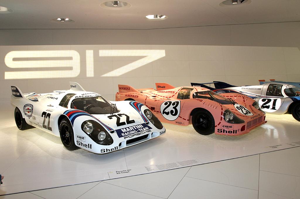 Die Porsche 917 mit Zwölfzylinder-Turbo sind Hochleistungsrennwagen.