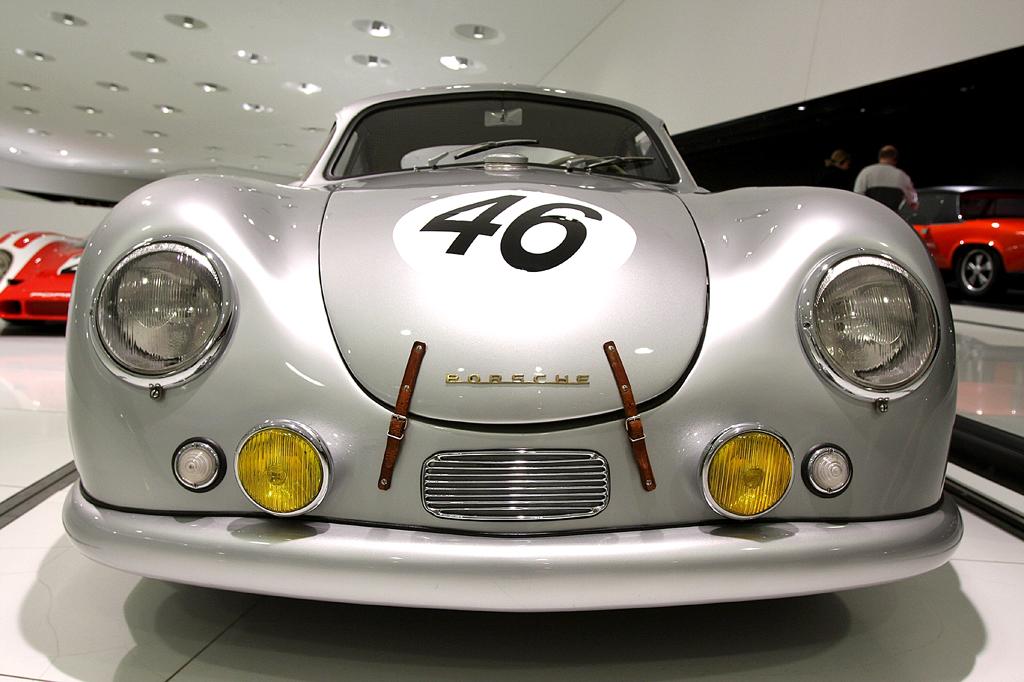 Ein echter Klassiker: (Renn-)Porsche 356 als SL Coupé.