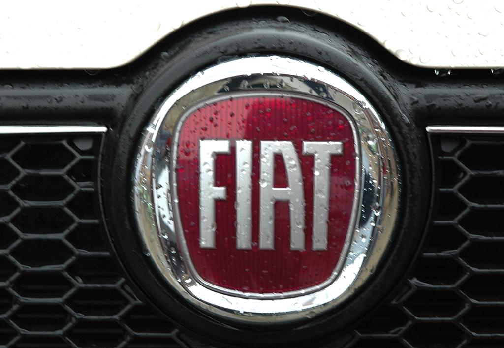 Fiat Doblò: Kühlergrill mit Logo.