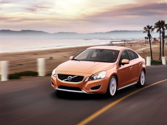 Genf 2010: Weltpremiere des Volvo S60 – Fußgängererkennung und neue GTDI-Benzin-Direkteinspritzer