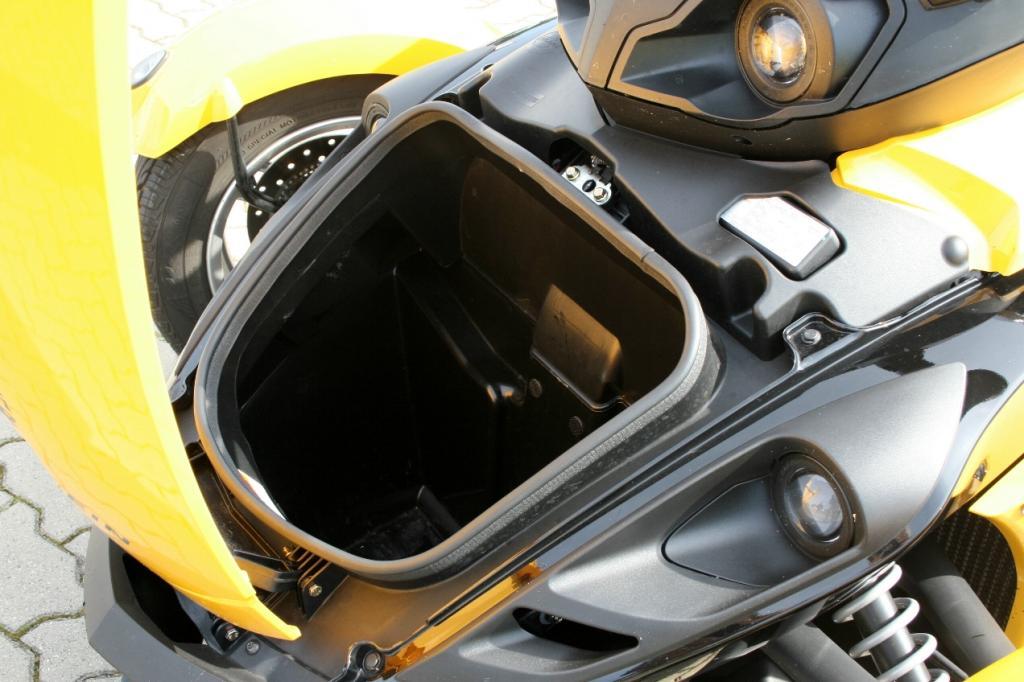 Genfer Salon 2010: Can-Am Spyder – der Motorrad-Roadster - Bild(9) - Bild(9)