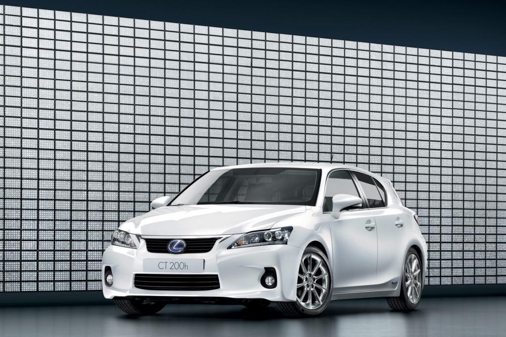 Kompakter Lexus-Hybrid: Prius im Sportdress