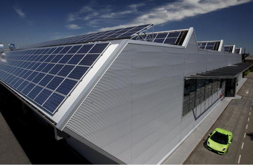 Lamborghini hat in seinem Werk ein 17 000 Quadratmeter großes Solarkraftwerk in Betrieb genommen.