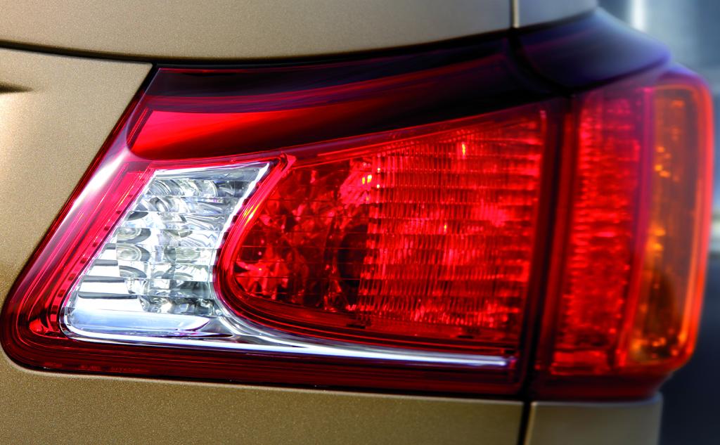 Lexus IS: Blick auf hintere Leuchteinheit.