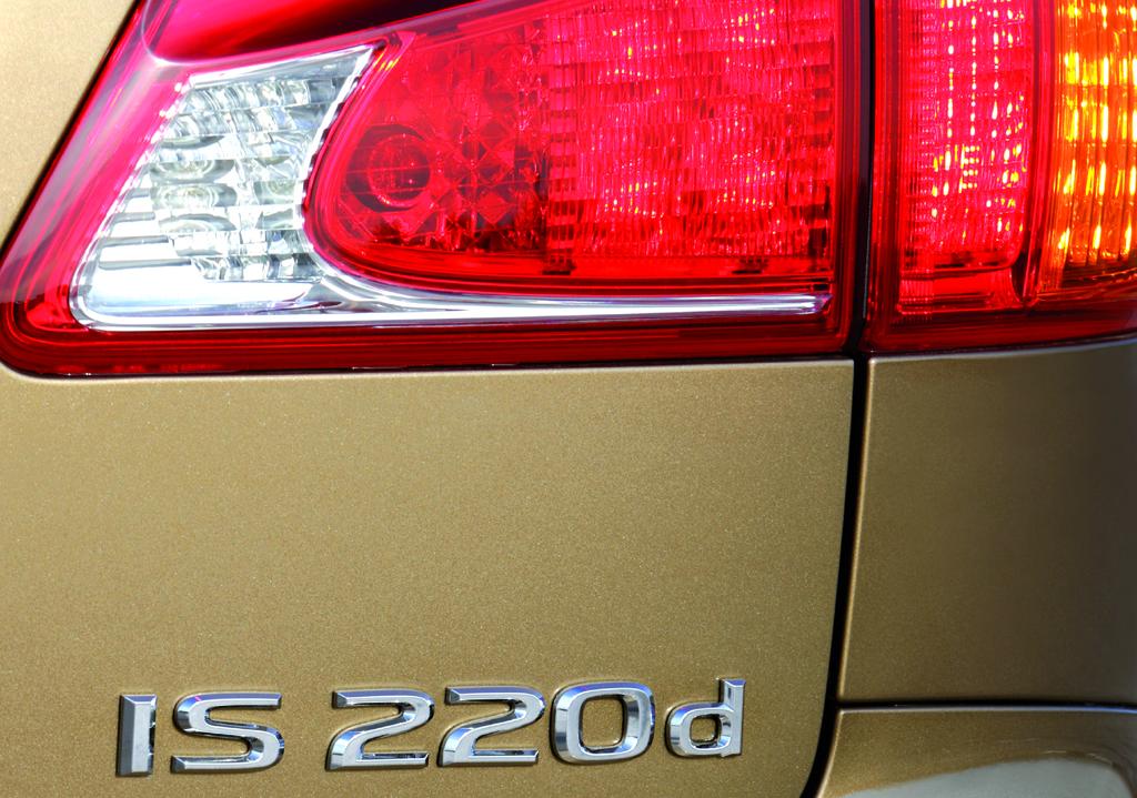 Lexus IS: Hintere Leuchteinheit mit Schriftzug.
