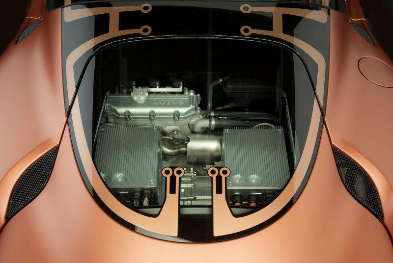 Lotus mit Elektroauto im Opel Ampera-Stil