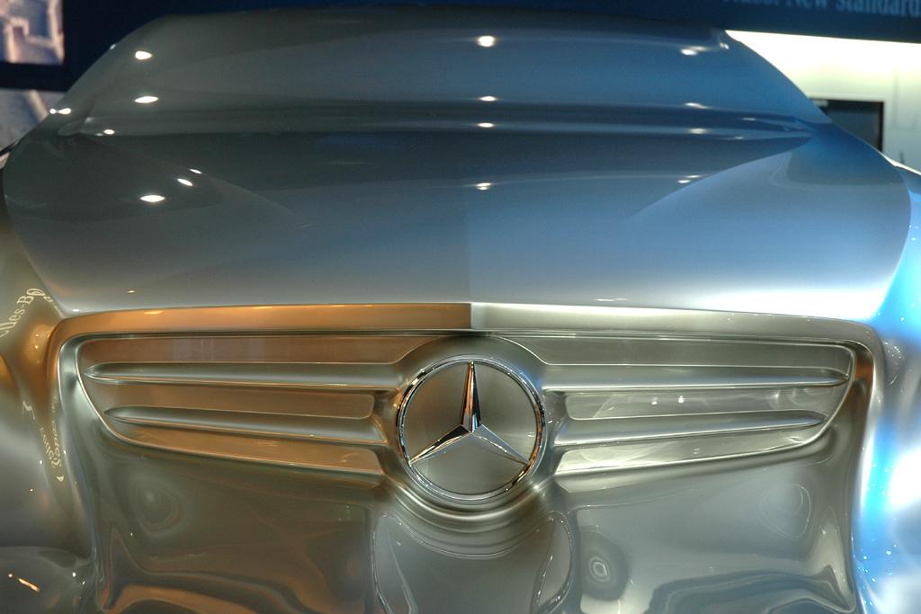 Mercedes-Design: Frontansicht der Mercedes-Skulptur zuletzt in Detroit.