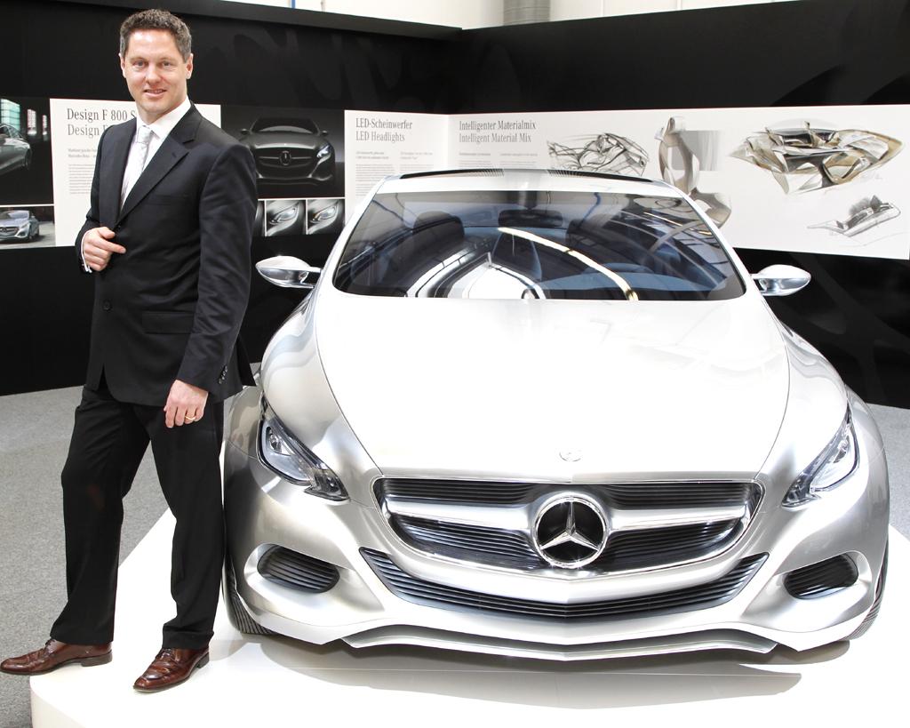 Mercedes-Design: Professor Gorden Wagener nach der Enthüllung des neuen Forschungsfahrzeugs F800 Style.