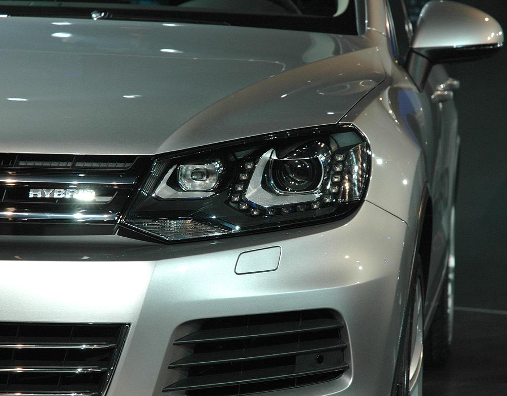 Moderne Leuchteinheiten zeichnen Vorder- und Rückseite des neuen Touareg aus.