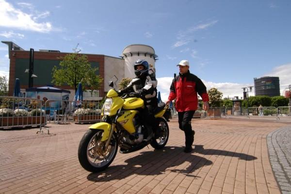 Motorradsicherheit: Trainingtermine 2010 und Video zum Lernen
