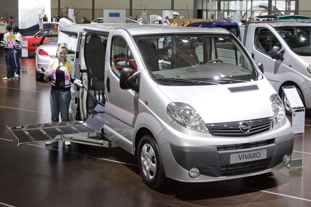 Opel Vivaro mit Umbau für Rollstuhlfahrer.