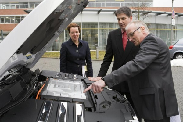 Opel bildet ab September junge Menschen für Elektromobilität aus