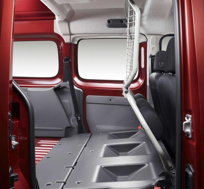 Renault erweitert mit Kangoo Rapid und Traffic Nutzfahrzeugangebot