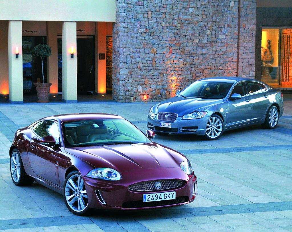 Sportliche Eleganz kennzeichnet die Jaguar-Modelle, hier XK und XF.