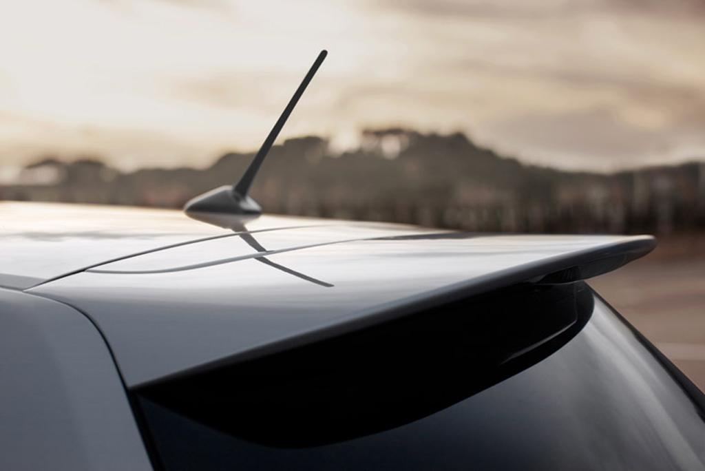 Toyotas neuer Auris: Antenne und Dachkantenspoiler am Heck.