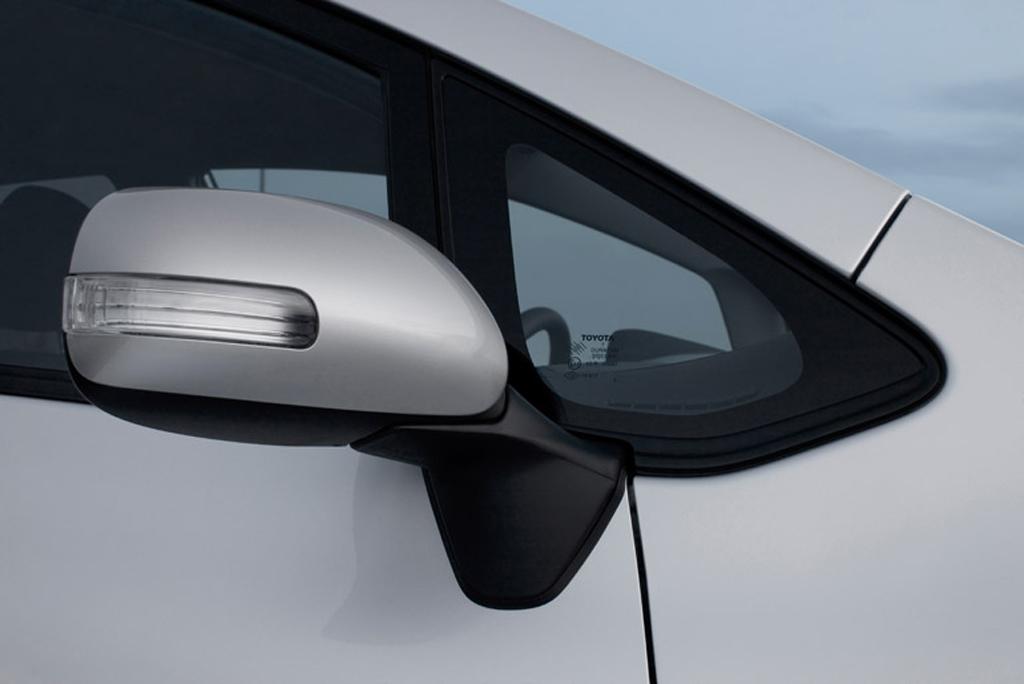 Toyotas neuer Auris: Außenspiegel-Detailaufnahme.