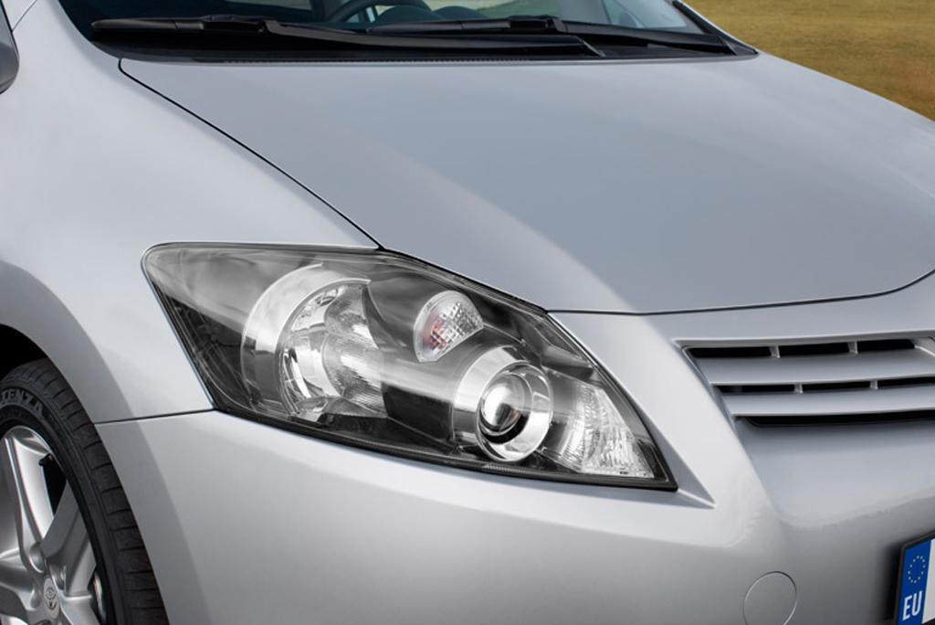 Toyotas neuer Auris: Blick auf vordere Leuchteinheit.