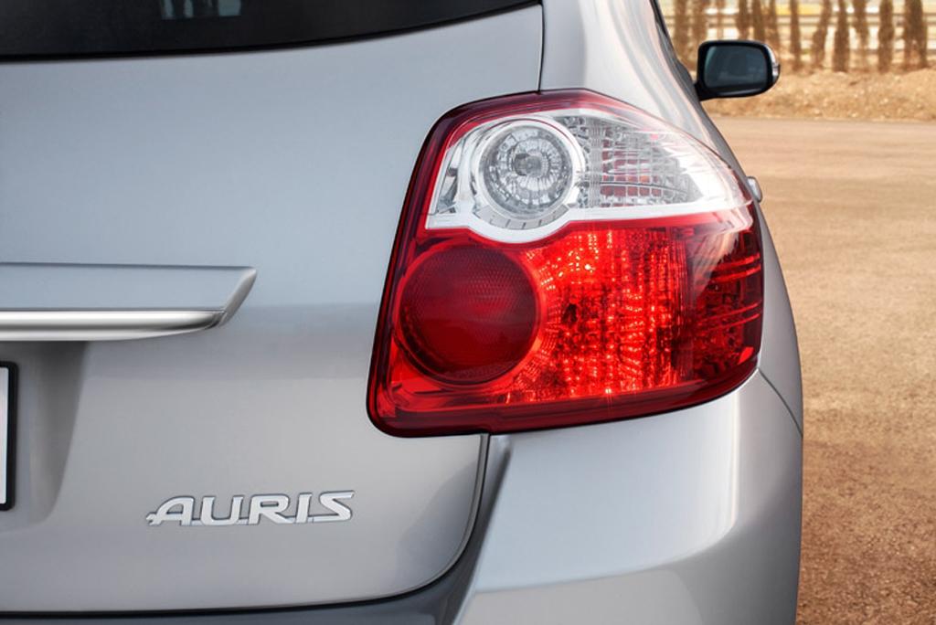 Toyotas neuer Auris: Rückleuchte mit Schriftzug.