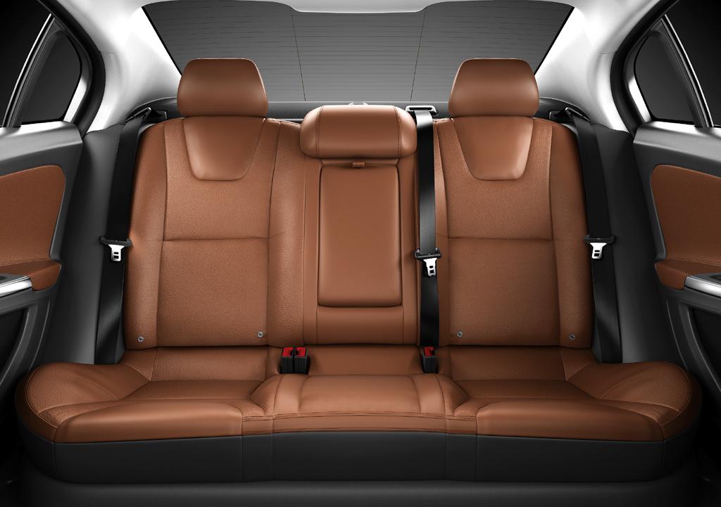 Volvo S60: Das Platzangebot hinten geht insgesamt noch in Ordnung.