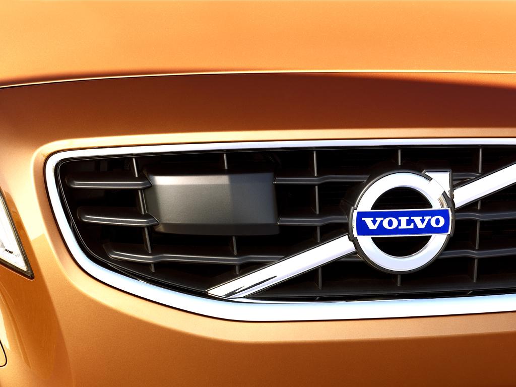 Volvo S60: In den Kühlergrill vorn ist auch das Volvo-Logo integriert.