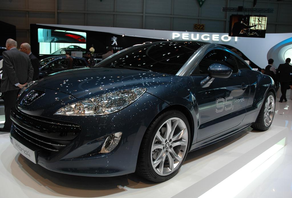 """Leicht aggressiv"": Peugeots RCZ-Designer Boris Reinmöller im auto.de-Gespräch"