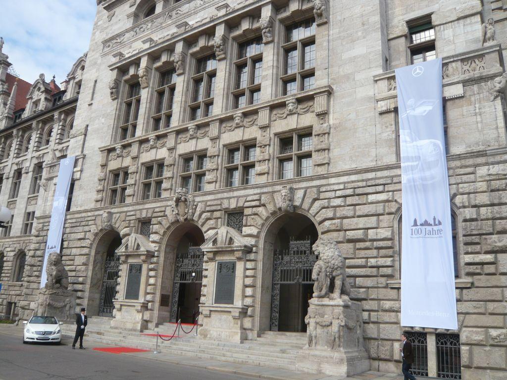 100 Jahre Mercedes-Benz Niederlassung in Leipzig - Festakt in der Wandelhalle des Rathauses