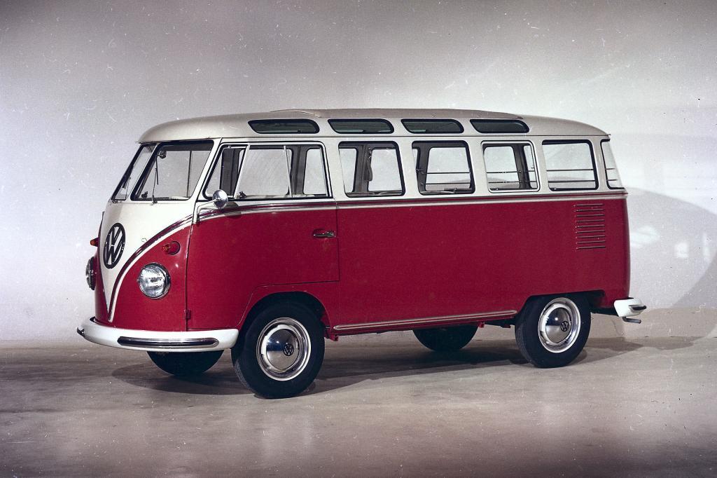 1951 kam der bis heute berühmteste T 1 auf den Markt: der Samba-Bus mit Fenstern in den Dachholmen.