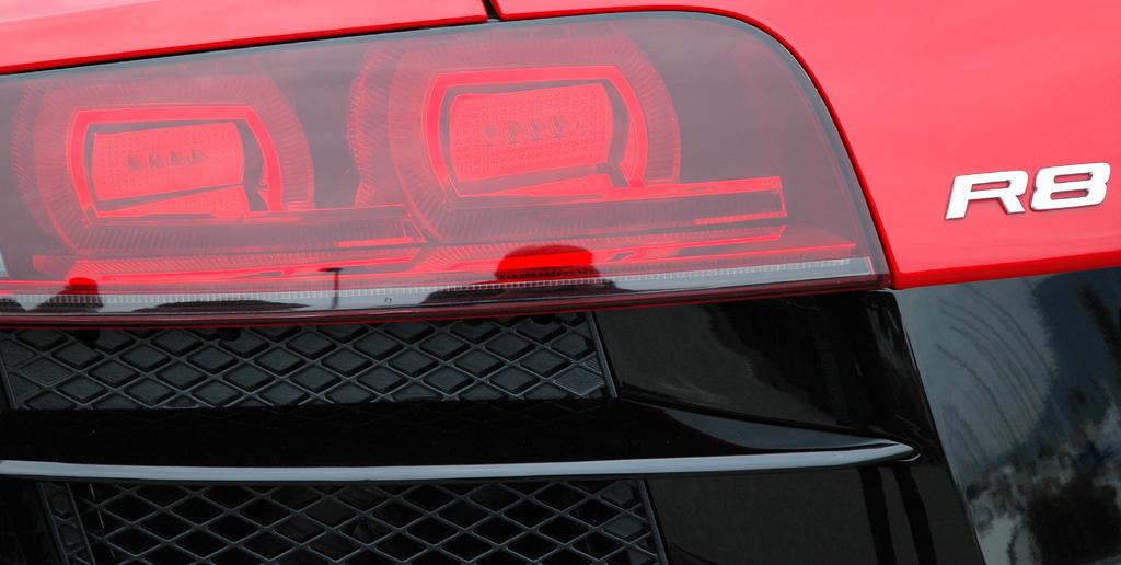 Audis neuer R8 Spyder: Hintere Leuchteinheit mit R8-Schriftzug.