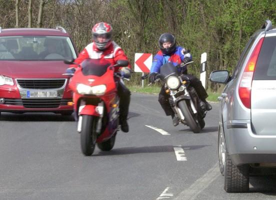 Auto- und Motorradfahrer müssen sich erst wieder aneinander gewöhnen