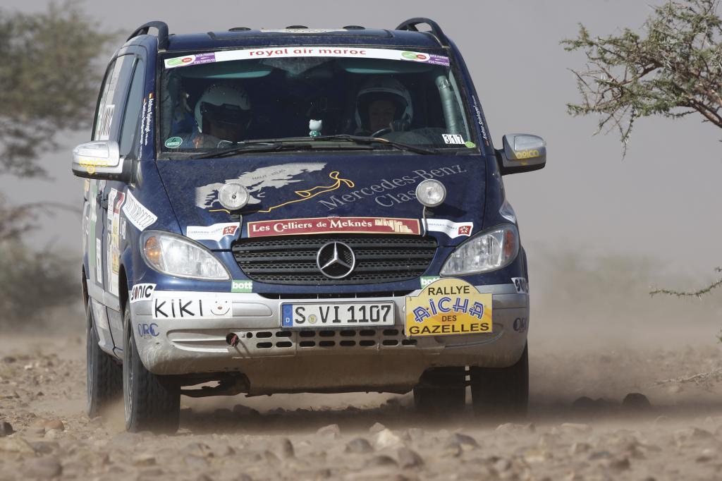 Daimler-Mitarbeiterinnen beste Erst-Teilnehmerinnen bei Wüstenrallye