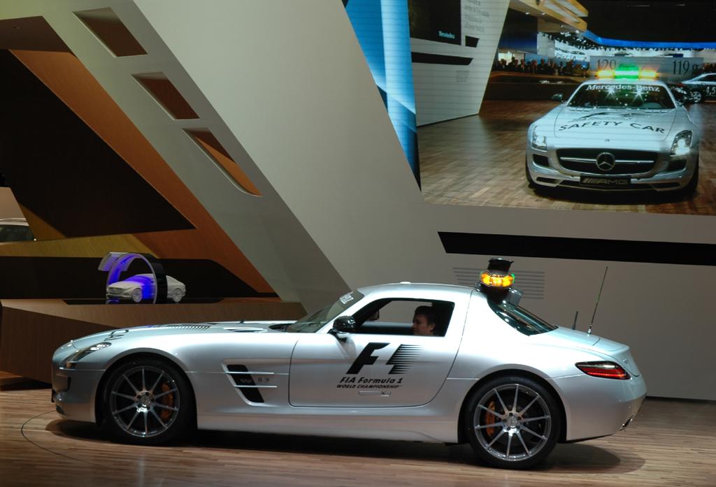 Das neue Formel-1-Safety-Car auf Basis des neuen Supersportlers SLS-AMG.