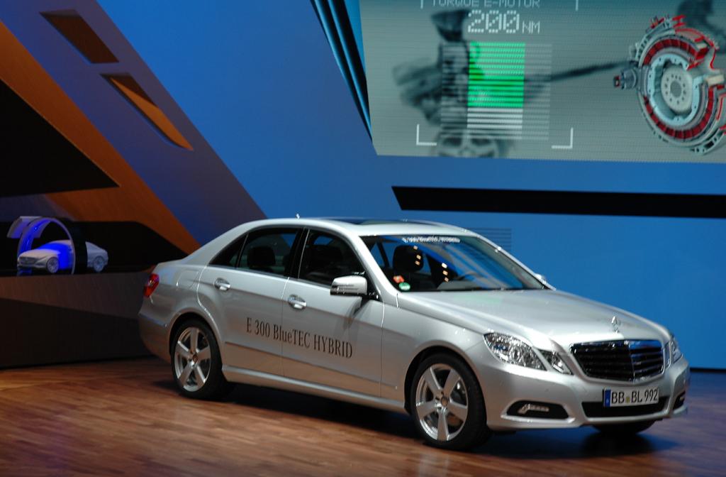Der erste Dieselhybrid von Mercedes startet 2011.