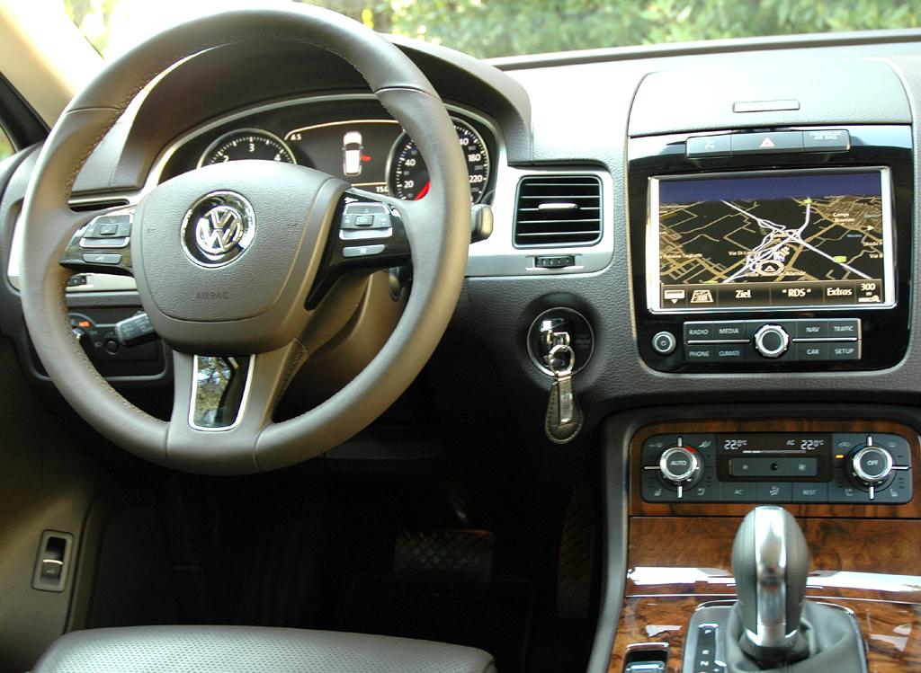 Der neue VW-Touareg: Blick ins Cockpit.