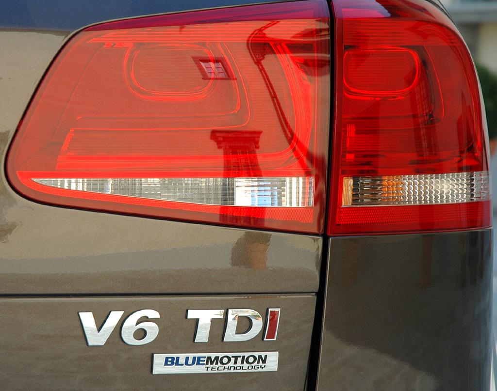 Der neue VW-Touareg: Hintere Leuchteinheit mit Schriftzug.