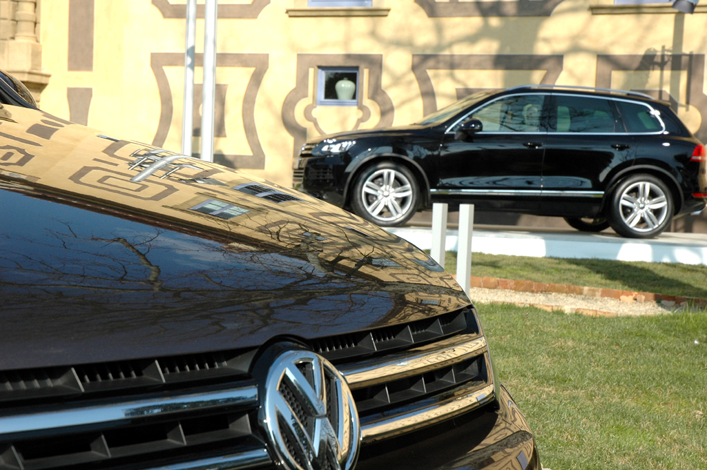 Der neue VW-Touareg kommt länger, breiter und flacher daher.
