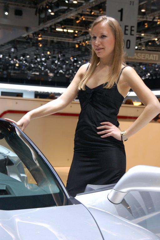 Die heißen Schweizer Mädchen - Girls auf dem Genfer Autosalon
