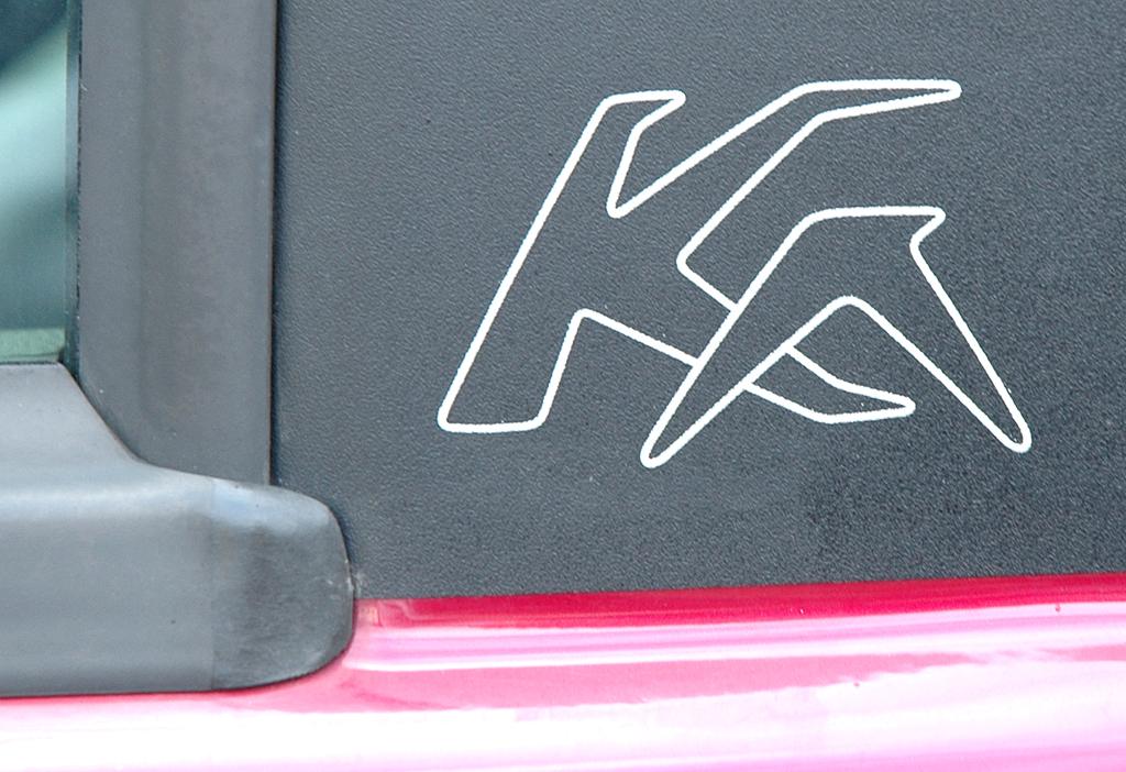 Ford Ka: Ka-Logo auf der B-Säule