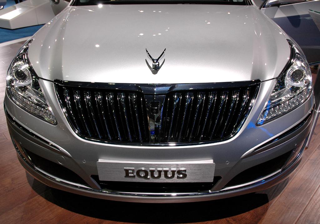 In Detroit vorgestellt: Hyundai Equus/Centennial mit Kühlerfigur.