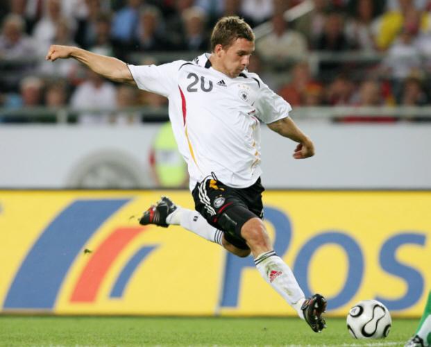 Kicker und ihre Autos: Unsere Fußball Nationalelf. Heute: Lukas Podolski. Quelle: http://kindo.com/