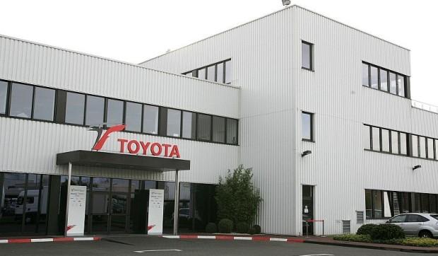 Kobayashi fuhr im Toyota-Simulator: In Zukunft wird auf Dienstleistung gesetzt
