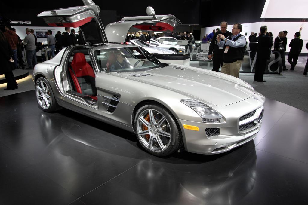 Mercedes-Benz: SLS und E-Klasse Cabrio rollen zum Start