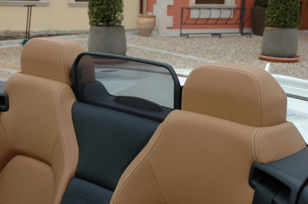 Mercedes E-Klasse Cabrio: Automatisches Windschott am Heck.