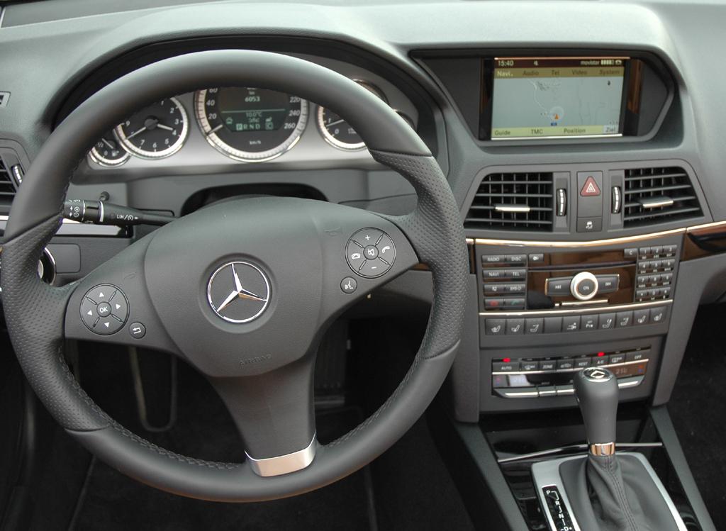 Mercedes E-Klasse Cabrio: Blick ins Cockpit.