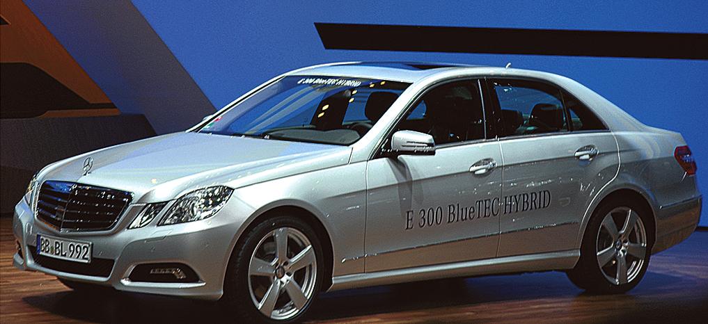 Mercedes beim Autosalon 2010 in Genf: Der für nächstes Jahr vorgesehene E300 Bluetec ist der erste Dieselhybrid von Mercedes.