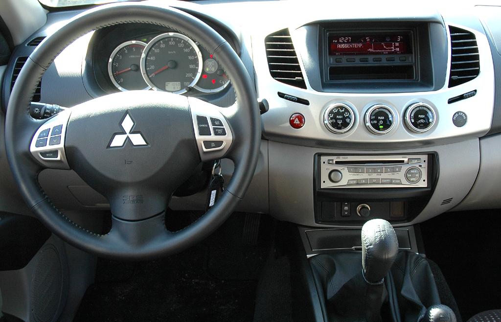 Mitsubishis aktualisierter L200-Pickup: Blick ins Cockpit.