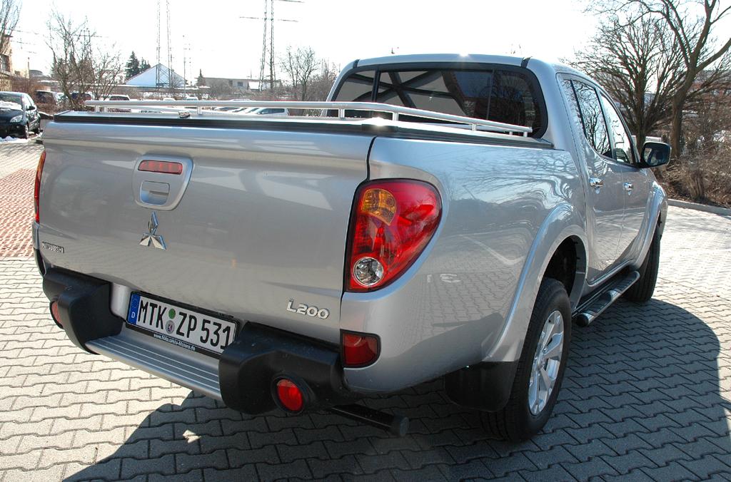 Mitsubishis aktualisierter L200-Pickup: Heck-/Seitenansicht.