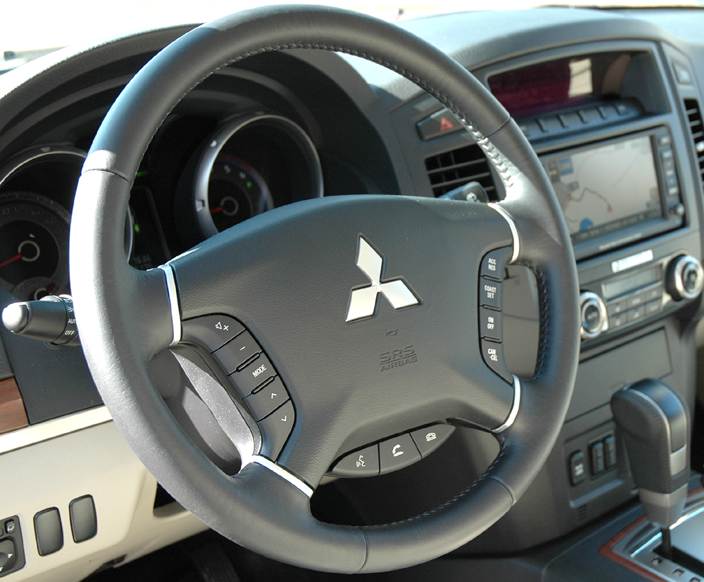 Mitsubishis aktualisierter Pajero: Blick ins Cockpit.